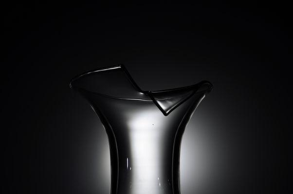 Blumenvase und Taschenlampe