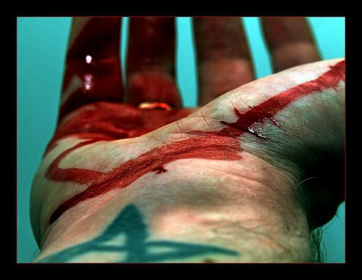 Blutige Lebenslinien!