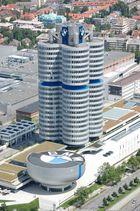 BMW 4-Zylinder und Museum.