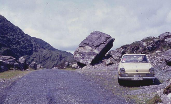 BMW am Ballaghbeama Pass