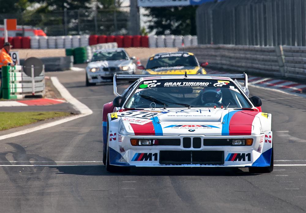 BMW bei der Boxengasseneinfahrt