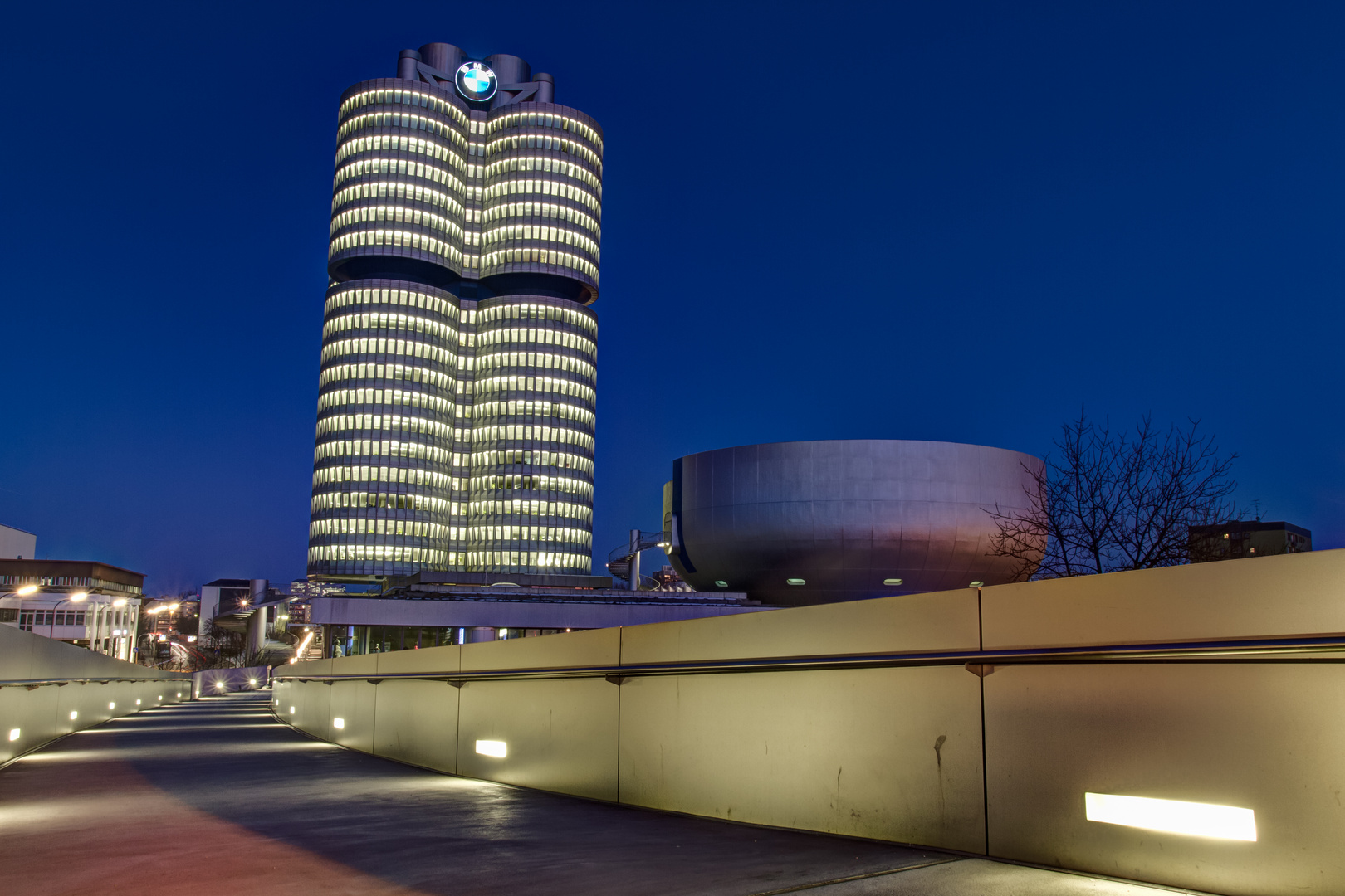 BMW Building - The 4-Zylinder - At Night