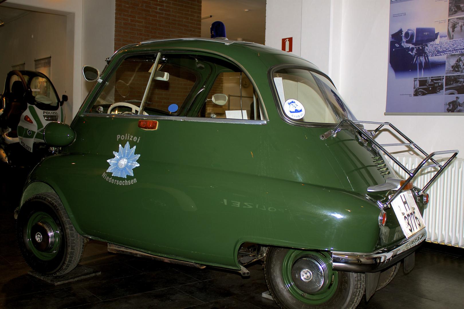 BMW Isetta als Einsatzfahrzeug der Polizei.