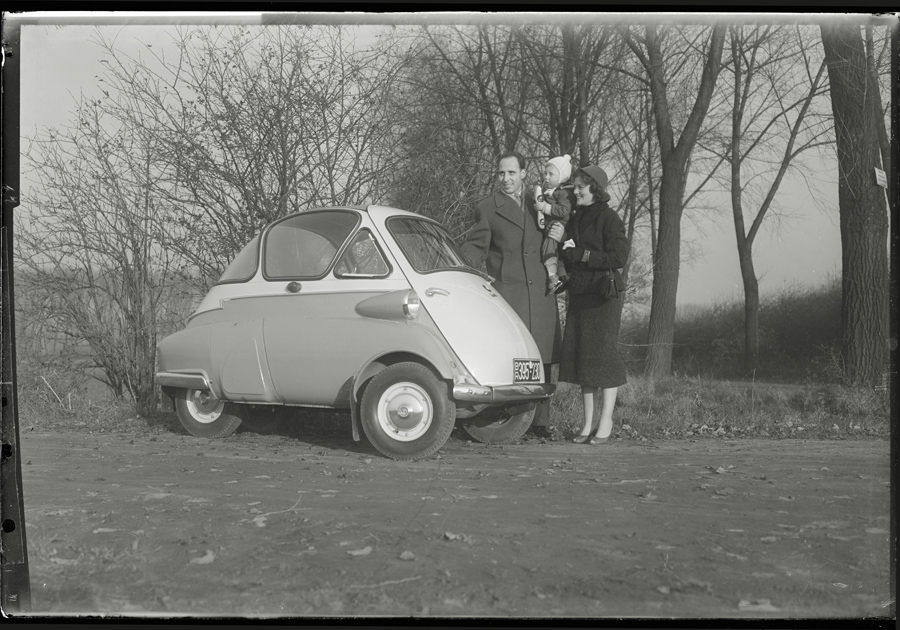 BMW Isetta Familienfoto vor ca. 54 Jahren