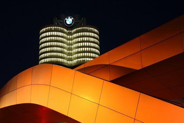 BMW @night 4
