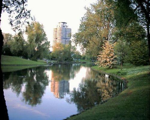 BMW Turm vor Olympiasee