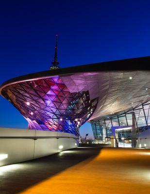 BMW Welt bei Nacht - Spiel der Formen und Farben 5