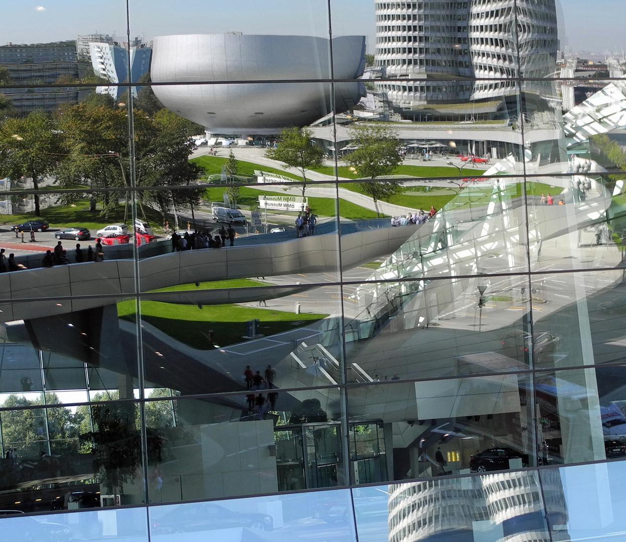 BMW Welt Spiegelung