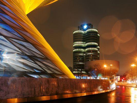 BMW-Welt und Vierzylinder-Hochhaus