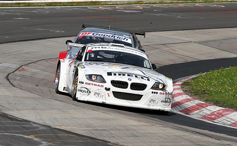 BMW Z4 Coupe und V8 Star im Nacken