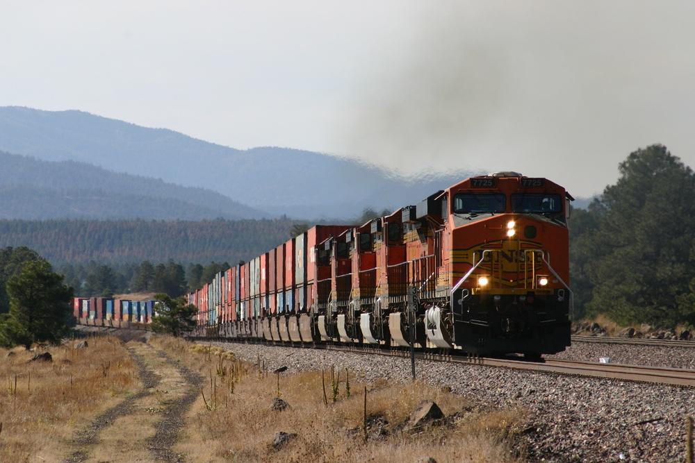 BNSF-Containerzug bei Maine