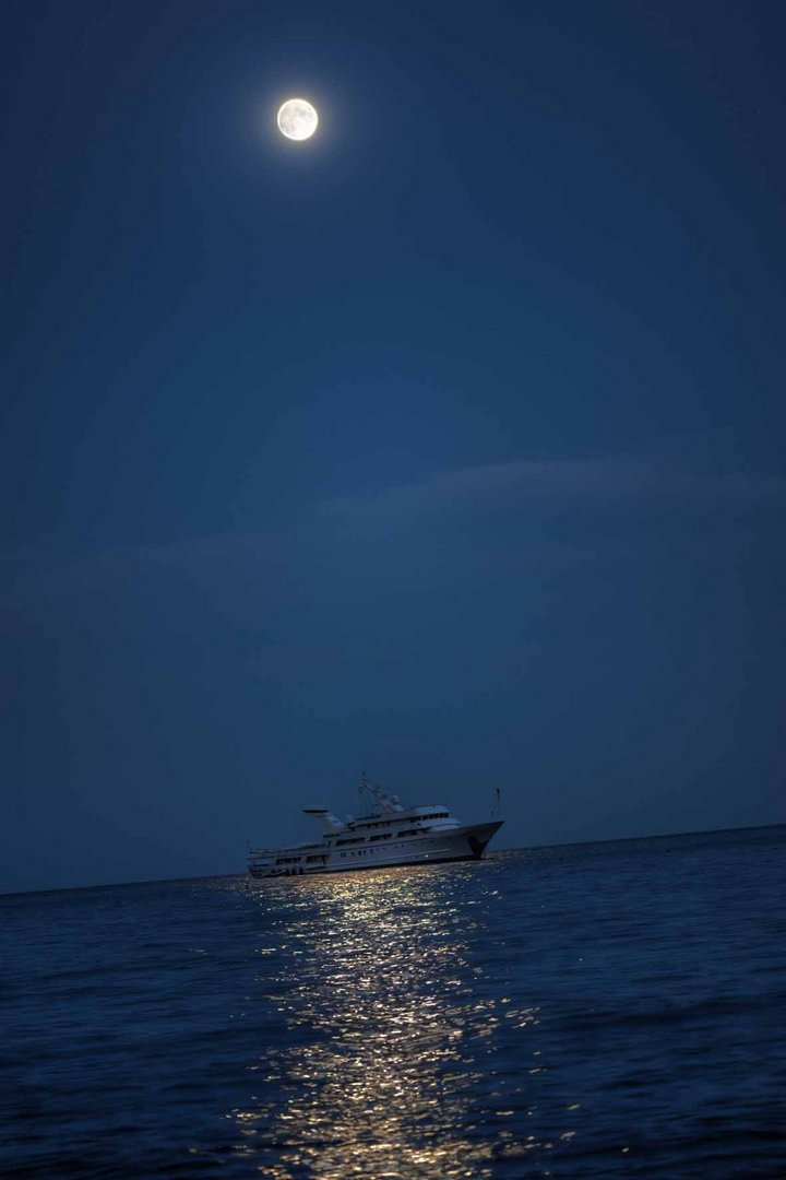 Boat by Fullmoon