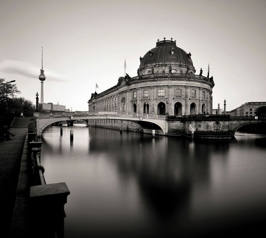 Bode-Museum auf der Museumsinsel am Spreekanal / Bode Museum on Museum Island (Berlin)
