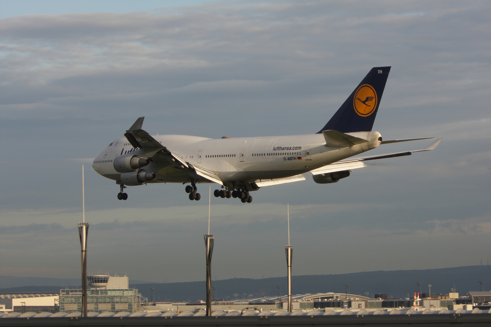 Boeing 747-430 M D-ABTH...