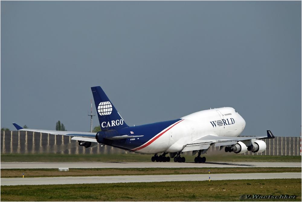 Boeing 747 N740 WA-Start am LEJ