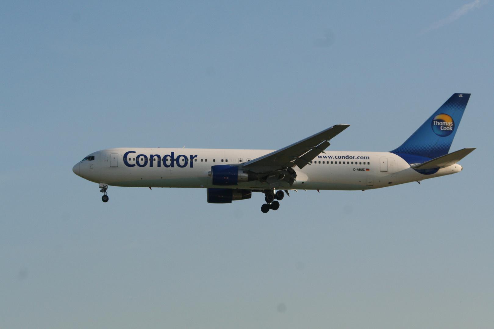 Boeing 767-300 der Condor (D-ABUZ)