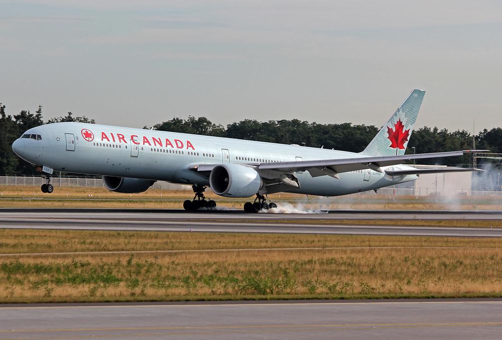 Boeing 777-333(ER) Air Canada C-FITU