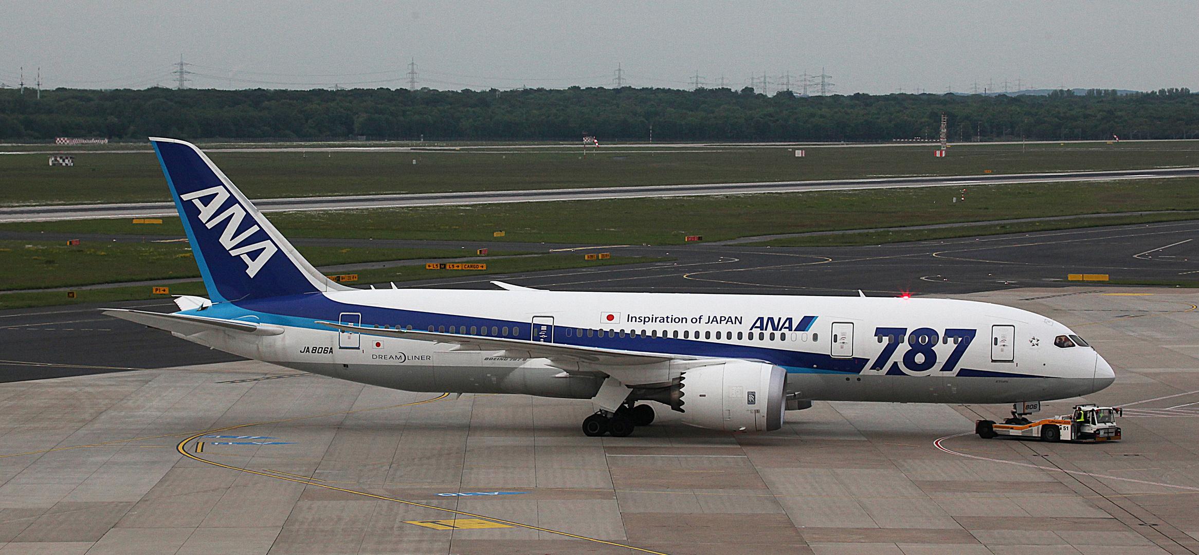 BOEING 787 DREAMLINER - Kennung JA 806A ..