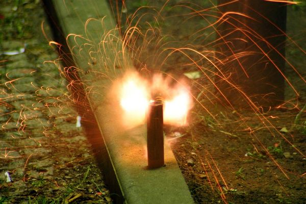Böller im Moment der Explosion