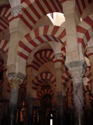 Bogen über Bogen in der Mezquita von Córdoba