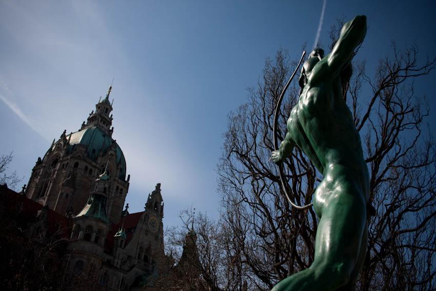 Bogenschütze am Rathaus