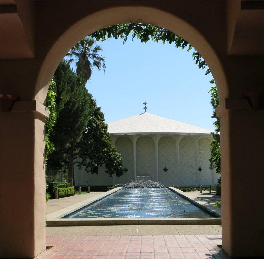 Bogensymmetrie im Caltech, Pasadena