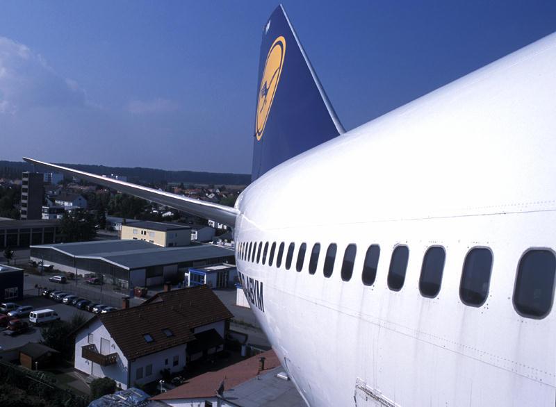Boing 747-200 'Schleswig-Holstein' der Lufthansa im Landeanflug über Speyer... :-)
