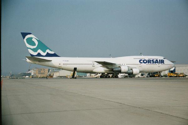 Boing 747-400 am Flughafen Stuttgart