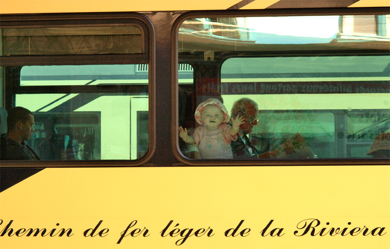 Bonjour Mr. le photographe....j'adore voyager en train!