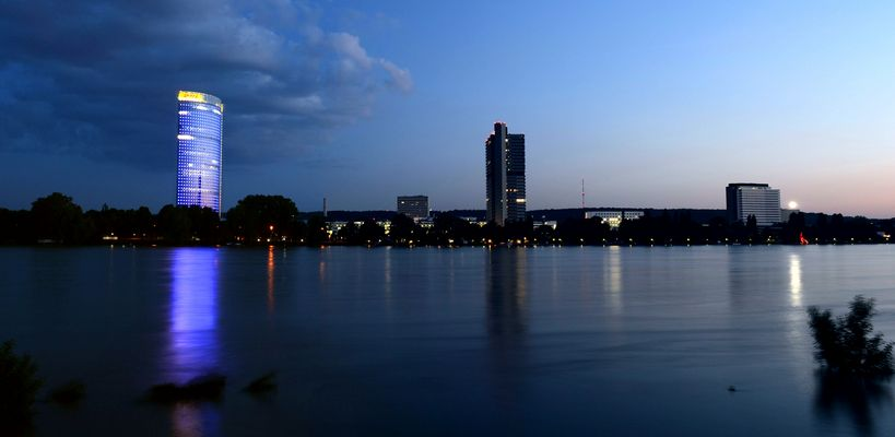 Bonner Regierungsviertel zur Blauen Stunde