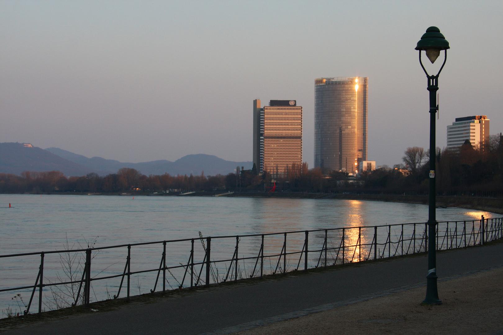 Bonn's Wahrzeichen in der Abendsonne ...