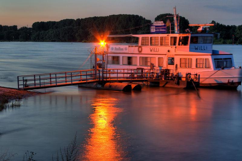 Boot auf dem Rhein - HDR