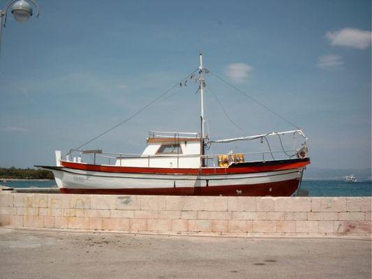 Boot auf der Mauer