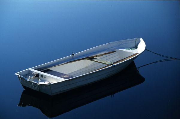 Boot auf einem stillen See