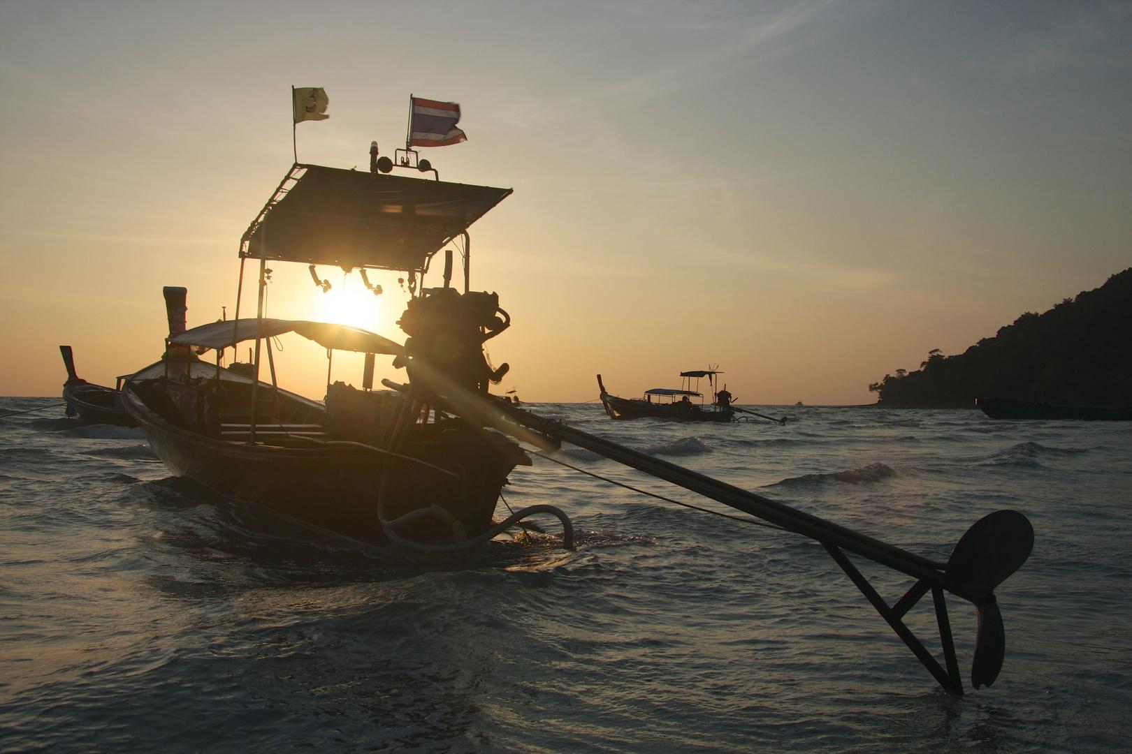 Boot geflutet von Morgensonne ...