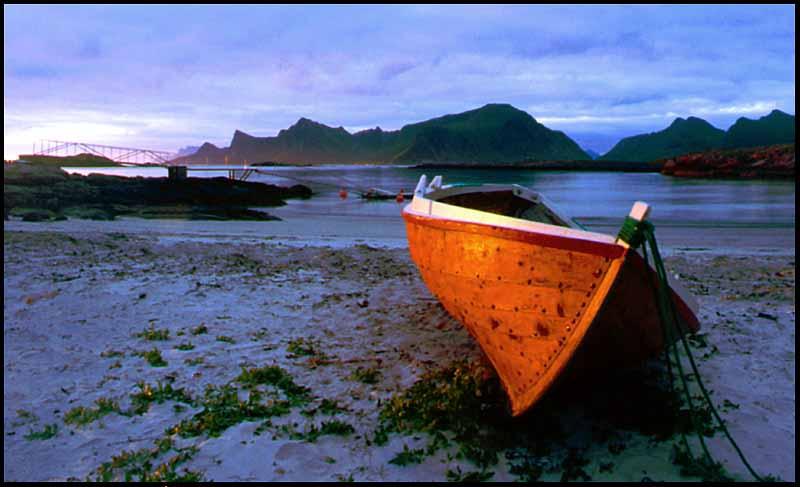 Boot in der Mitternachtssonne / Lofoten