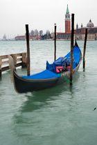 Boot in unruhiger Parkstellung - Venedig