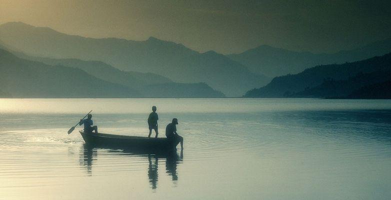 Boot mit Kindern-Fewasee,Nepal