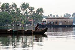 Boot versus Hausboot 1 Indien