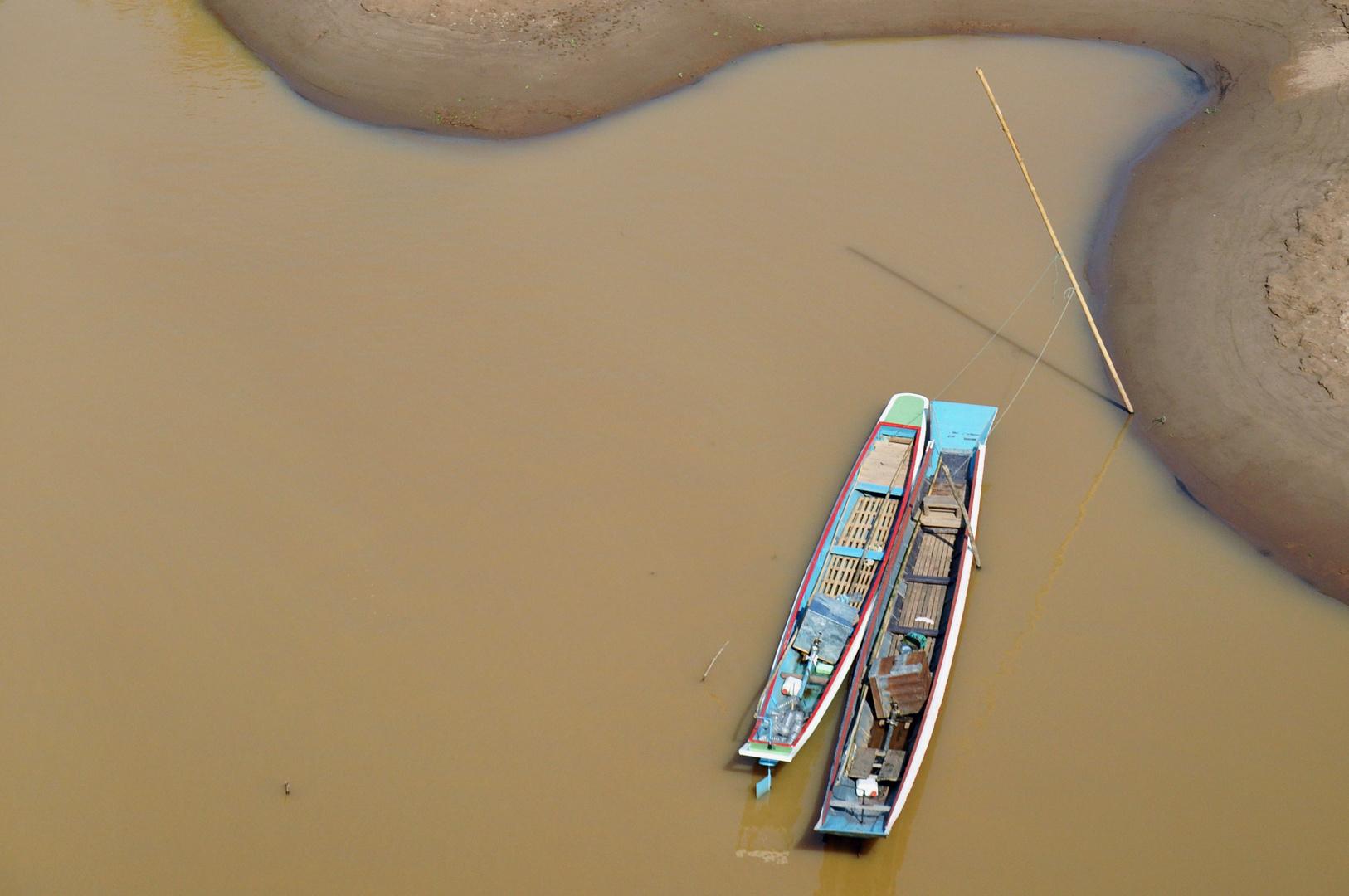 Boote auf dem Nam Ou