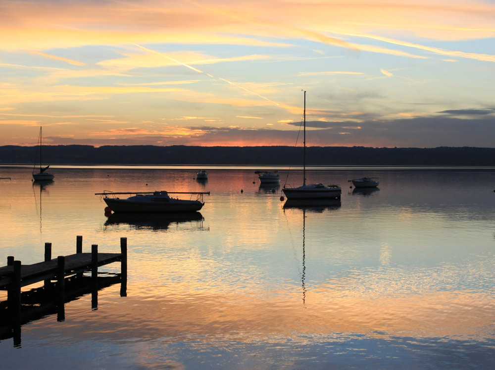 BOOTE IM ABENDROT AMMERSEE