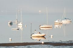 Boote im Morgendunst