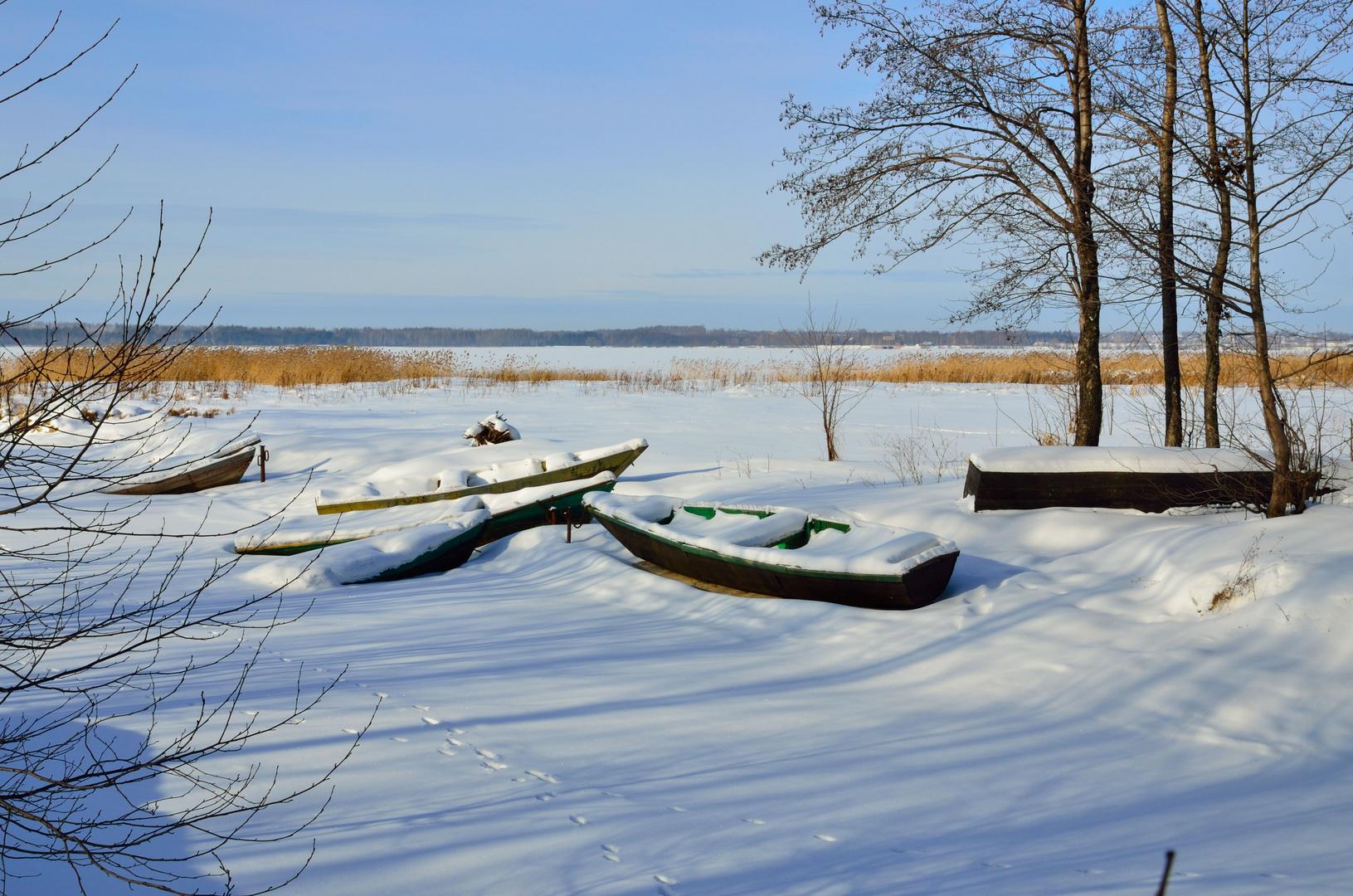 Boote im Schnee