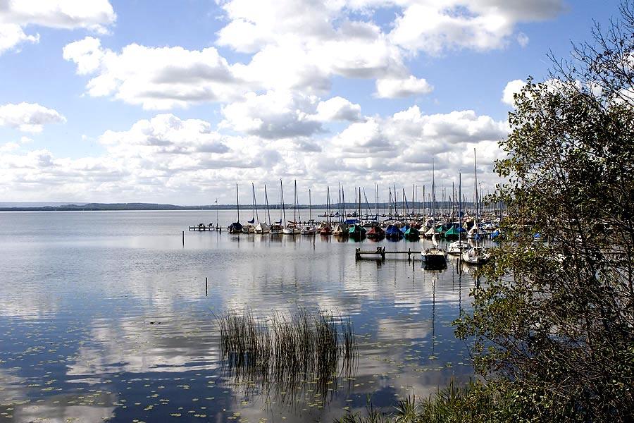 Boote und Wolken am Steinhuder Meer