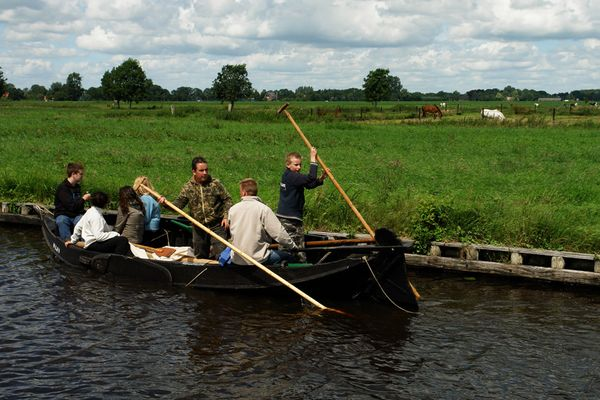 Bootsausflug mit Stöcken (Giethoorn 10)