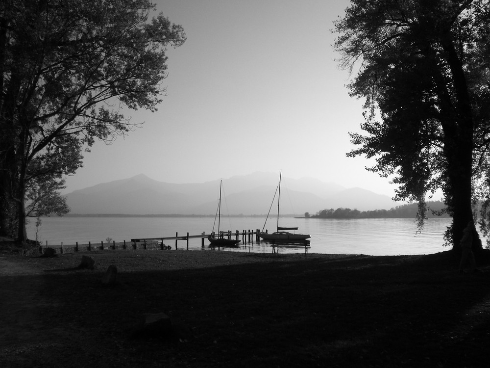 Bootsfahrt auf dem Chiemsee im Herbst