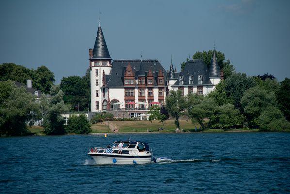 Bootsfahrt auf der Müritz, in der Nähe von Röbel (Mecklenburgische Seenplatte)