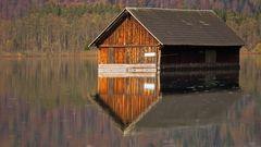 Bootshütte im See
