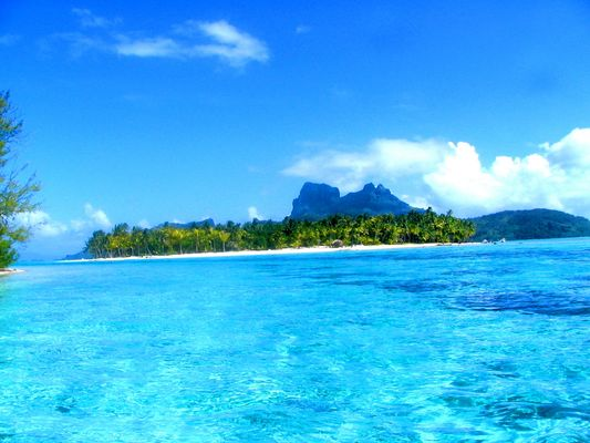 BORA BORA Blue Lagoon