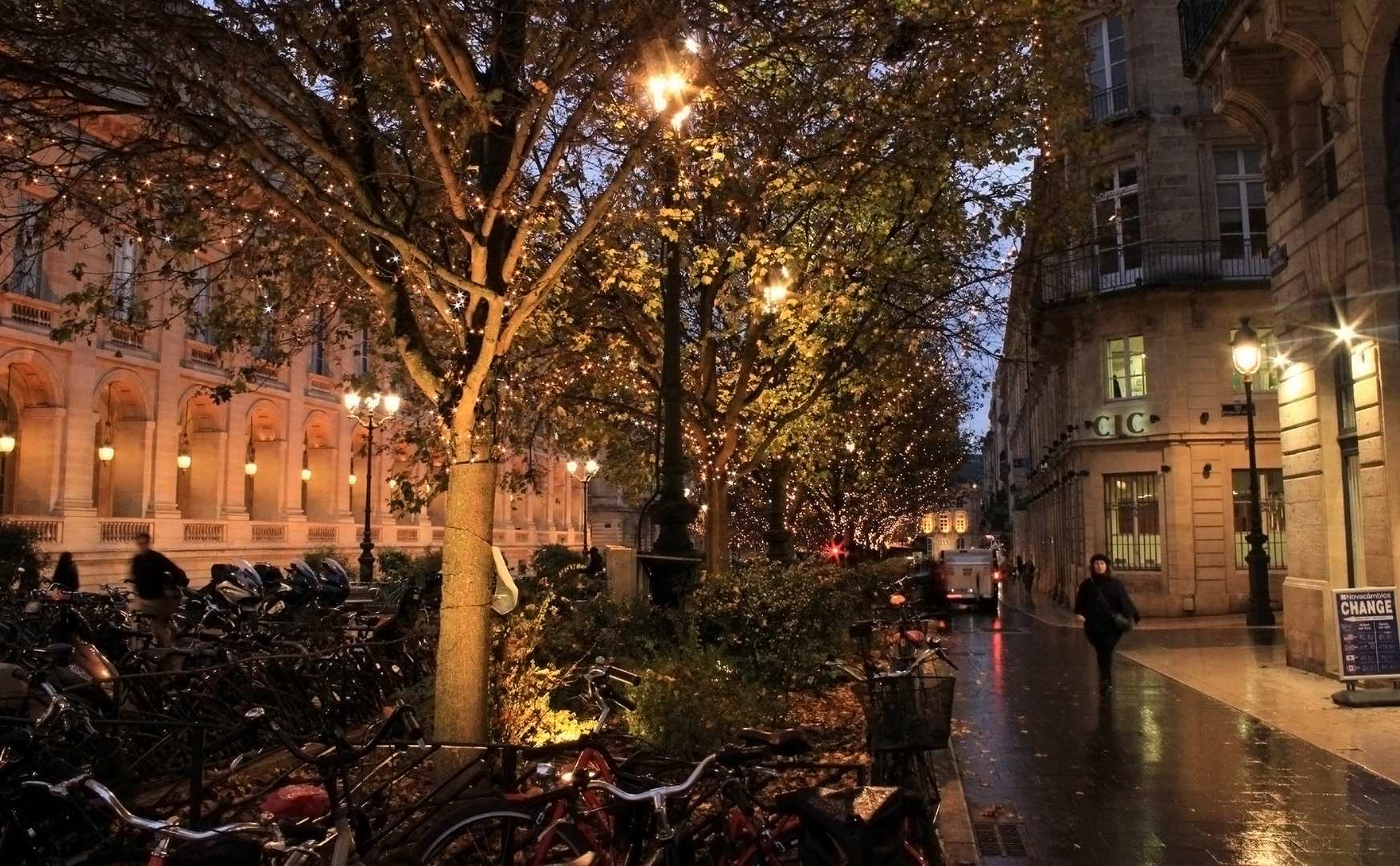 Bordeaux By Night ..